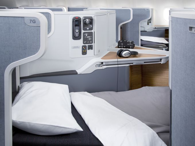 american-airlines-777-300erbusiness-class_01-4_3